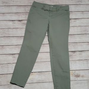 💥5/$18💥 Old Navy sage green pixie pants